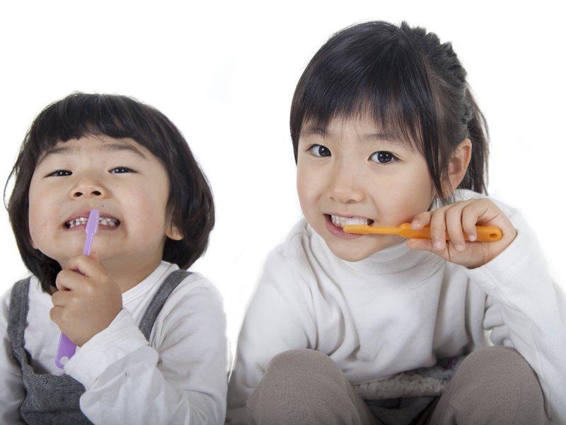 牙醫爸爸傳授,幫嬰幼兒刷牙好輕鬆!