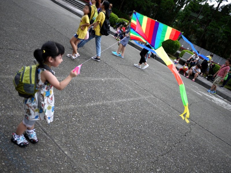 親子溝通要像放風箏,適時收和放