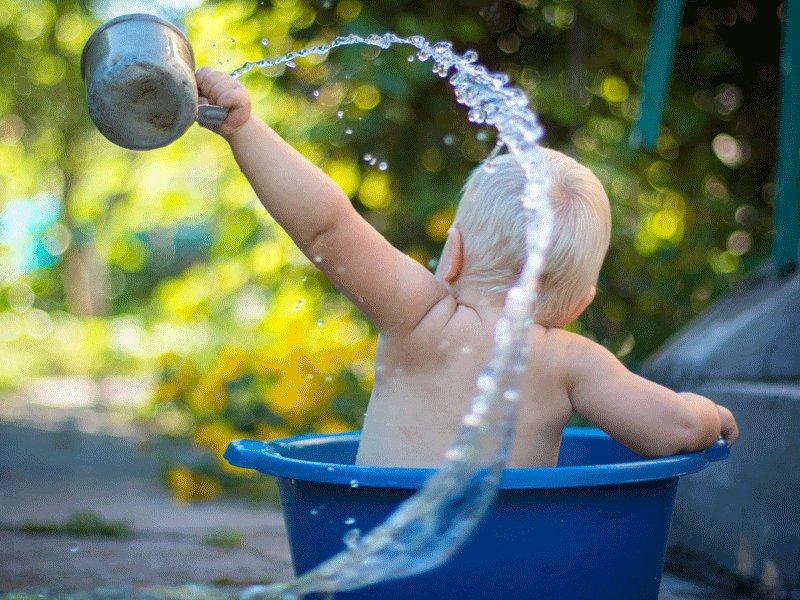 和寶寶的第一次游泳--職能治療師帶你做親子水中感統