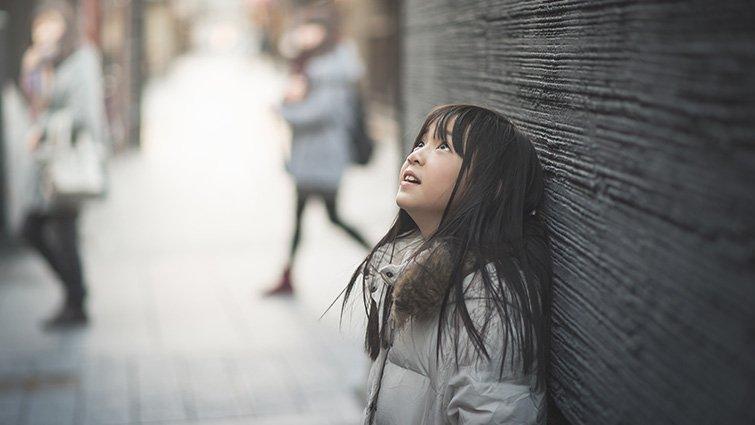 寫給女兒的第12封信:大多數的爸媽,只顧著孩子說「標準答案」,卻忽略了跟孩子聊「變動原則」