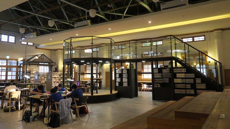 【Selena的讀寫日記】有眾多藏書的「文青圖書館」──適合青少年K書的閱讀空間
