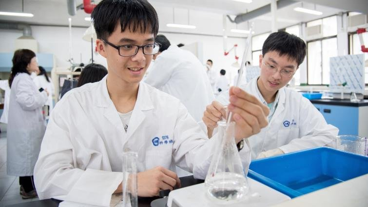 10所明星高中科學班招生起跑 培育潛力科研人才「非醫科先修班」