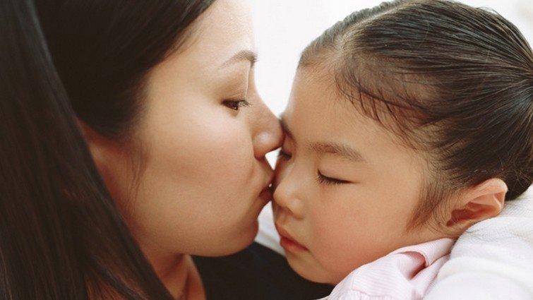 親子教養專家鄧蔭萍:先擁抱,再說話