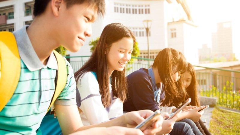 網路社群時代,如何教孩子「登出」負面情緒