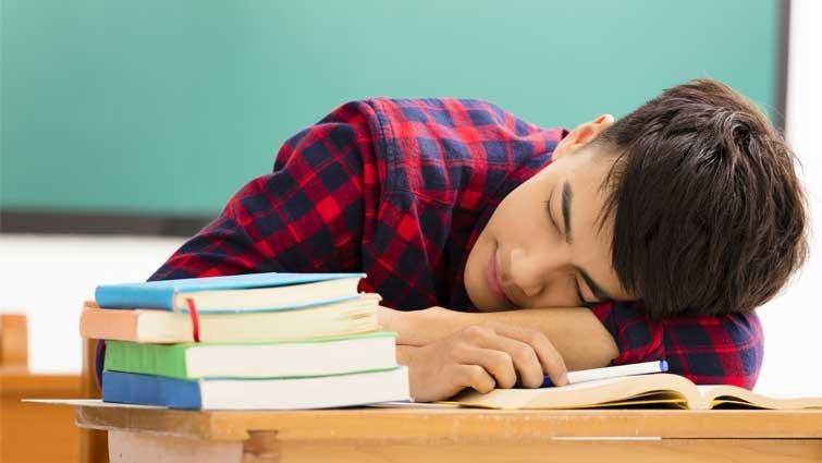 青少年睡不到7小時 成績恐吊車尾