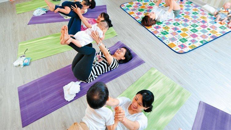 按摩+瑜伽,開啟與寶寶的親密互動