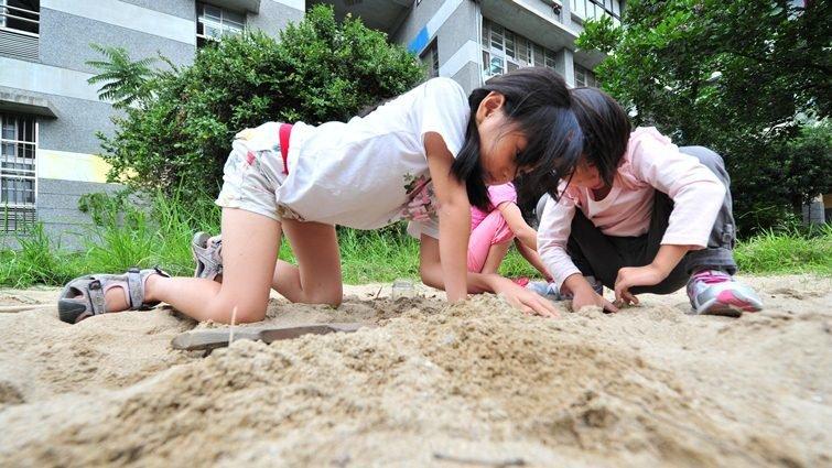 培養五個「髒習慣」,孩子更健康