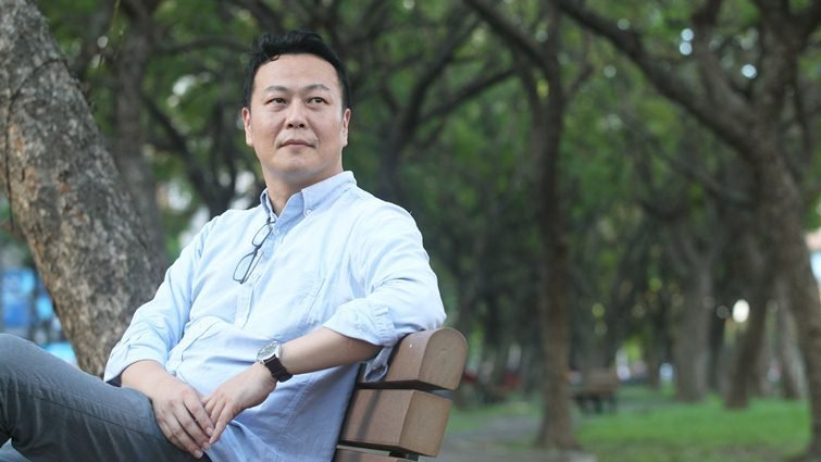 鄉土作家黃春明長子黃國珍:活在父親的「黃金陰影」下,我只想得到他一個讚美