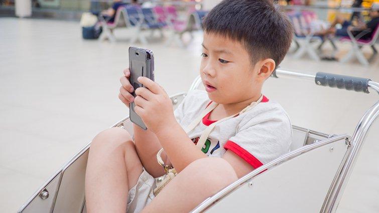 王智弘:網路成癮不是罪,是孩子求助的警訊