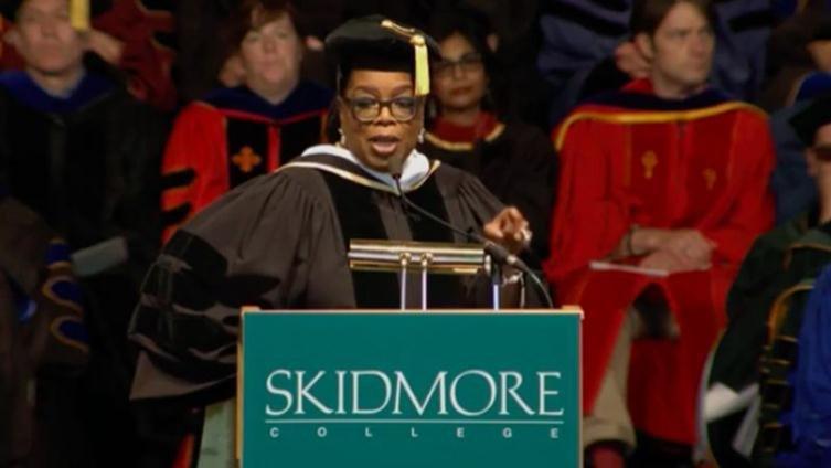 脫口秀主持人歐普拉給史基德摩爾學院畢業生:找出你的使命,完成它