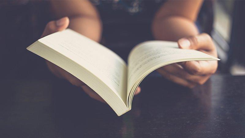 透過閱讀找到同理和安慰。陳郁如:面對生命中的糾結,不再遺憾