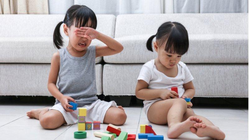 父母的任務不是阻止手足衝突,而是引導從衝突中學習