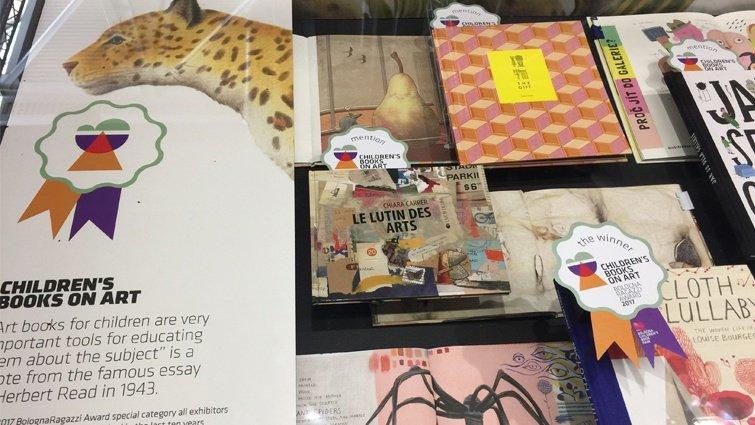北美館與插畫家鄒駿昇合作繪本《禮物》榮獲「拉加茲童書獎」評審特別推薦獎,限量加印發行!
