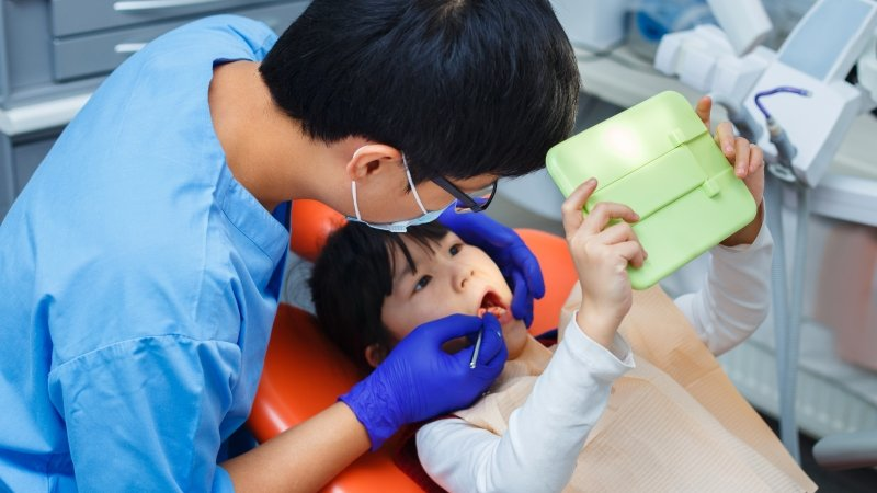 要帶孩子去看兒童牙醫還是一般牙科?