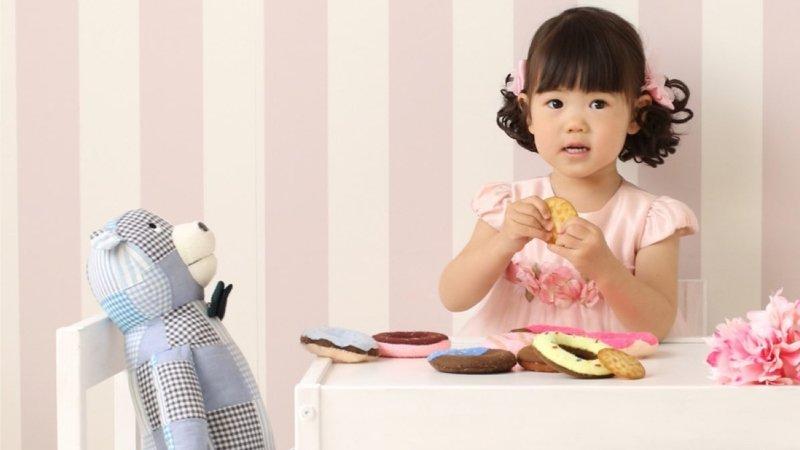 我小孩一直跟玩偶講話,要怎麼辦?