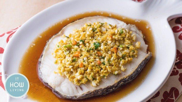美味人妻上菜秀──金沙紙蒸魚