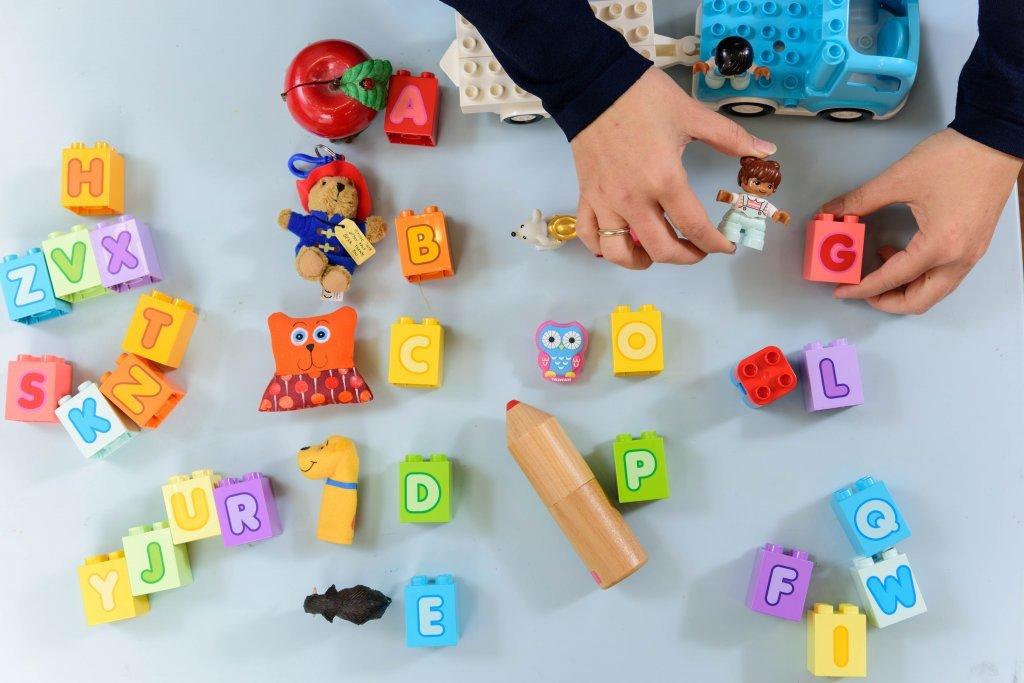 說說唱唱、動手拼,啟發五感學習 樂高®得寶®陪幼兒輕鬆玩出英語力