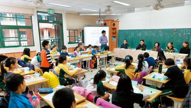 台北市濱江國小:爸媽入教室一起學性教育