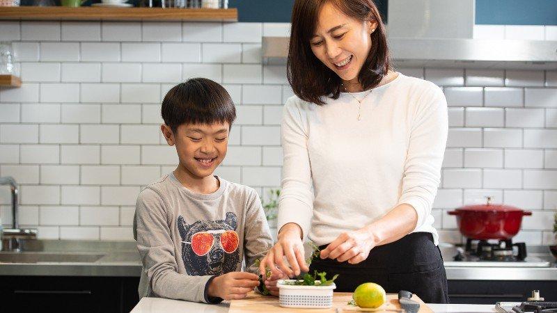 黃哲斌力薦《台菜女兒餐桌之旅》:從婚姻夾縫中長出的一本烹飪書