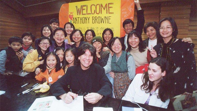 【童書大師系列】認識安東尼.布朗:創作之路,其實是顛簸的生命歷程
