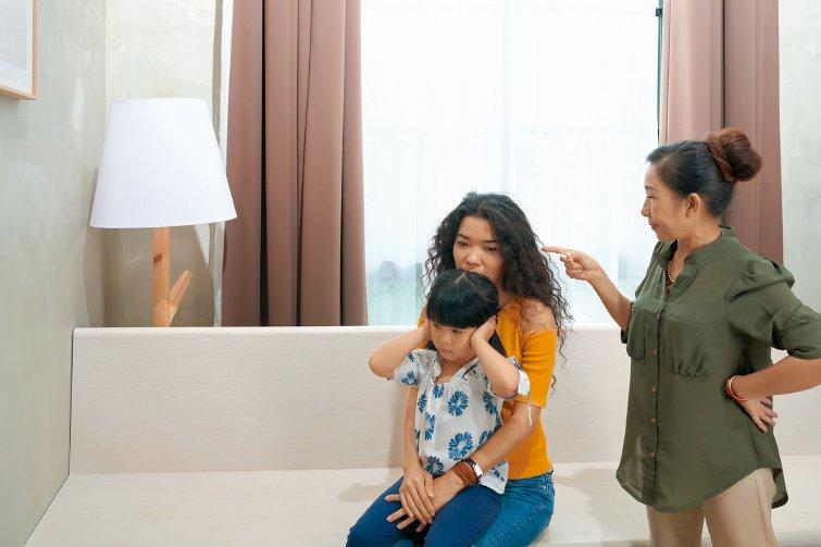 鄧惠文:路人請不要來教我如何當媽!