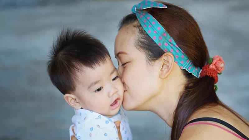 別亂親寶寶,恐傳染巨細胞病毒或泡疹病毒