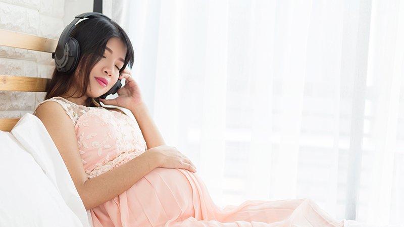 懷孕必聽、幫助寶寶成長!讓準媽媽聽了心情愉悅的10首古典胎教音樂