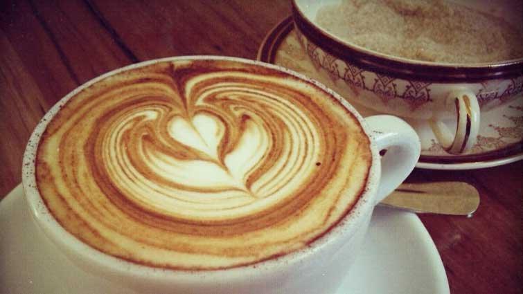【黃瑽寧醫師專欄】媽媽喝咖啡,餵母乳可以嗎?