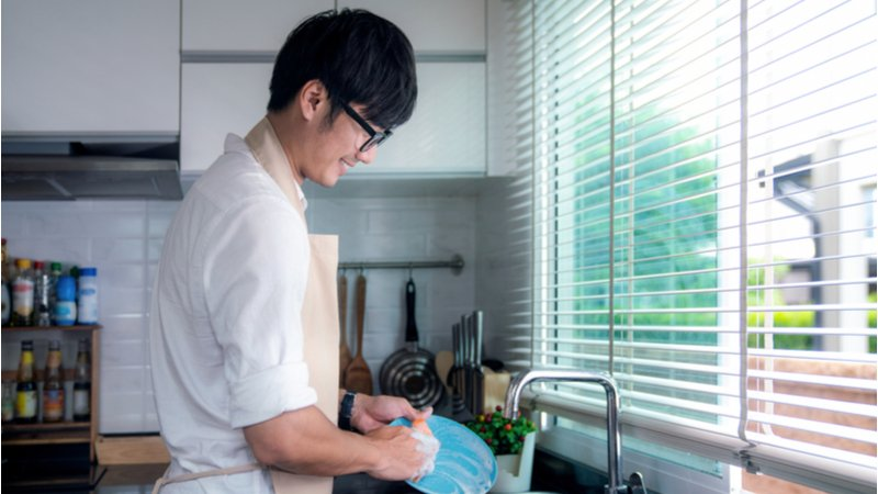 什麼時候開始,老公做家事變成一件善良的事情?