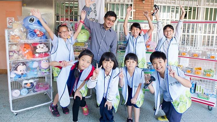 新北文林國小辦虛擬銀行,「領薪水」建立學生金錢觀