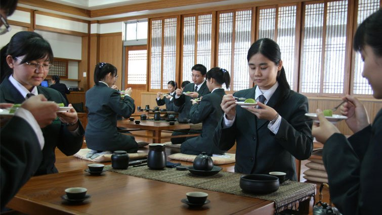 台南市慈濟高中國中部:六項人文課程修養心性