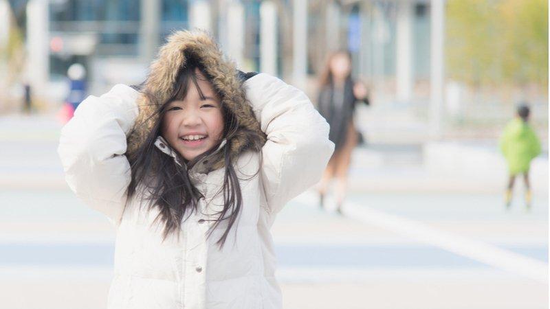 有種冷叫「孩子說不冷」:換個新說法,讓孩子穿上外套!