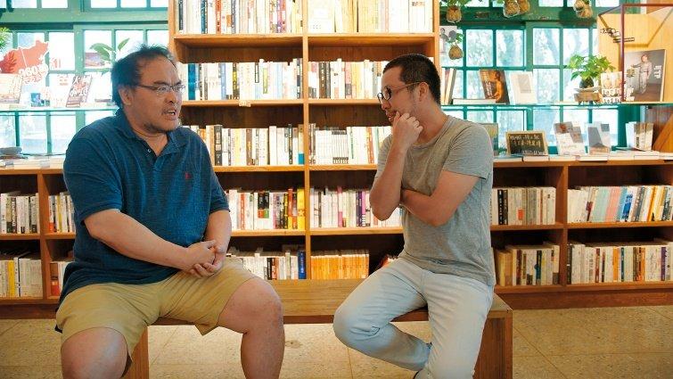 小說家駱以軍×舞台劇導演黃致凱:成為父親後,人生起了毀滅與翻轉
