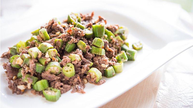 「天然ㄟ尚好」牛肉滑嫩的秘訣──秋葵炒牛肉