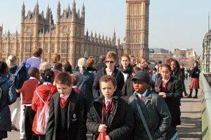 英國教育實驗:中小學「學院」化,開啟自由競爭
