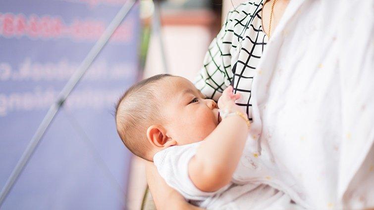 《孩子的我》哺餵母乳,原來孩子和我一樣都是初學者
