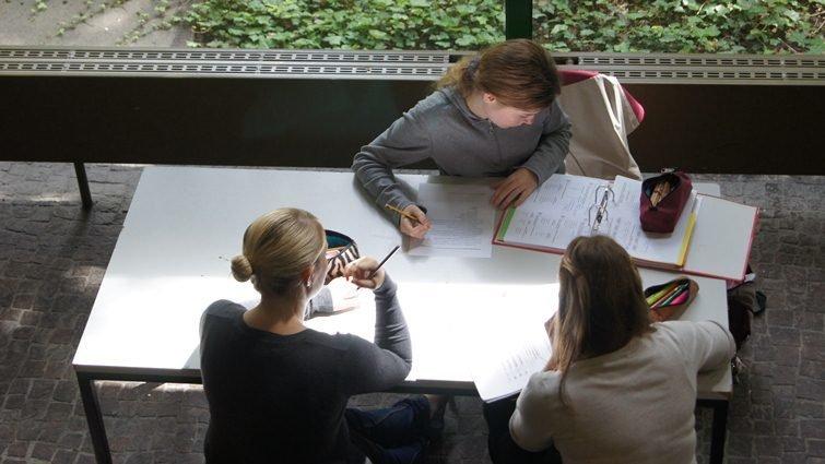 德國高中畢業考:沒有選擇題,德文考試時間6小時