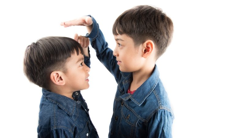 身高由遺傳決定,有些小孩只是「卡慢大(台語)」!