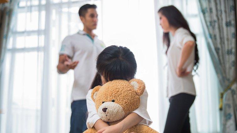 孩子是天生的「家庭治療師」!取悅型人格的悲哀