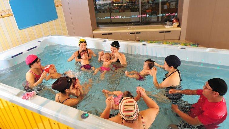 嬰兒游泳:建立親子間的安全感