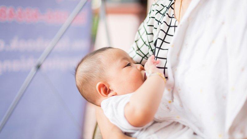 母乳不是免費的:餵母乳的性別經濟學問題