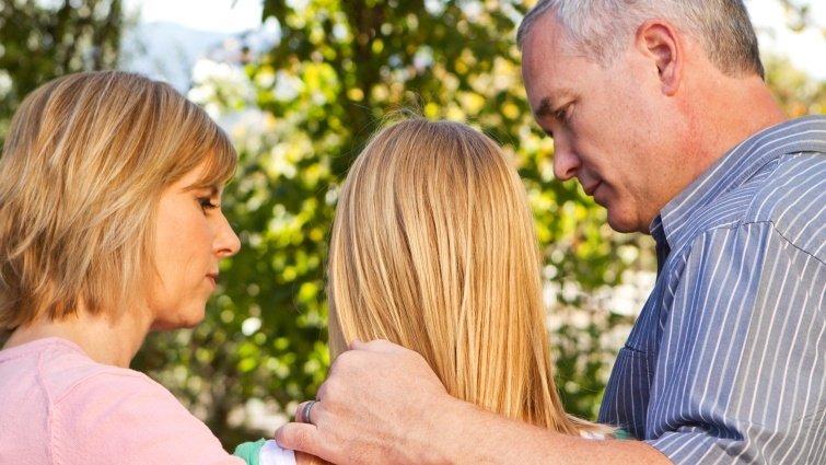 槍擊案兇手母親的自白:預防悲劇,從關心孩子大腦是否亮紅燈開始