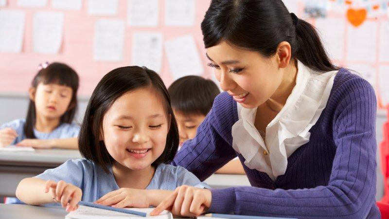 教室裡,老師大聲罵孩子,到底想幹嘛?