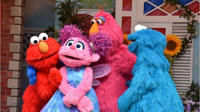哈佛應援團給力,50歲《芝麻街》打破「電視兒童」負面迷思!
