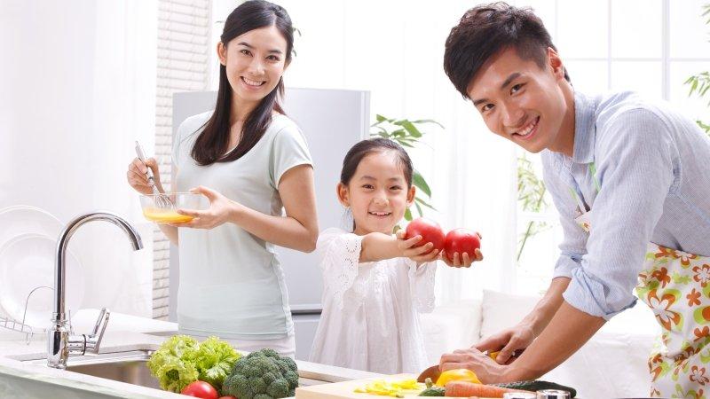 親子一起下廚,飯菜容易吃光光!