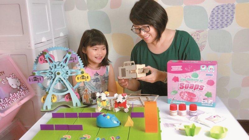 家長分享》人氣部落客噗媽 一起研究玩具說明書也是種親子樂趣