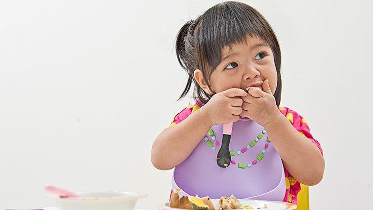 給新手爸媽:如何判斷寶寶可能過度餵食?