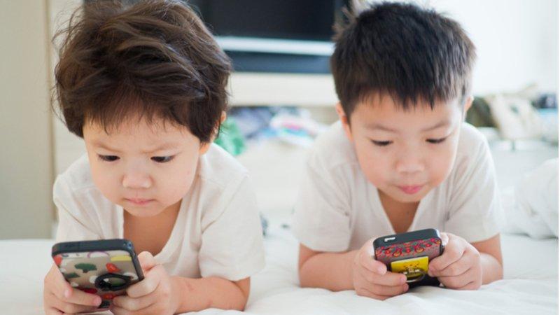 防小孩3C成癮,北美「非智能手機」重新流行