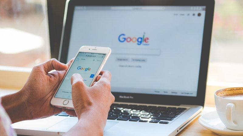 在Google、FB上,13歲就算「成年」,父母該怎麼面對?