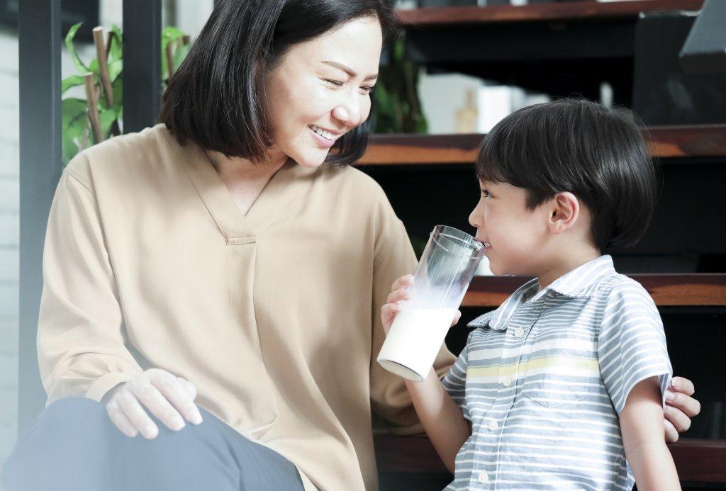 成長不放假!每日攝取兩份鮮奶好習慣,讓孩子暑假後不一樣